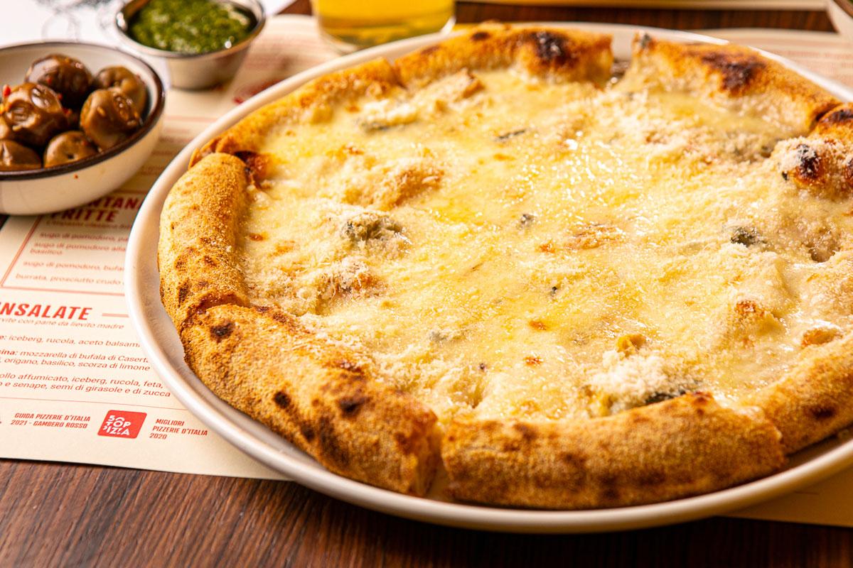 4 SUPER FORMAGGI PIZZA